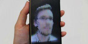 Hologramlı Ekrana Sahip Akıllı Telefonlar İçin Nefesler Tutuldu promegaweb izmir web tasarım